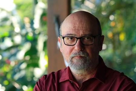 """Luiz Eduardo Soares: """"Para democratizar e modernizar a segurança pública brasileira é preciso desmilitarizar a polícia""""."""